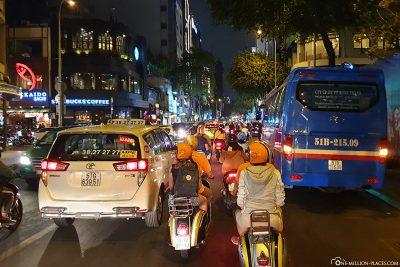 Durch das nächtliche Saigon