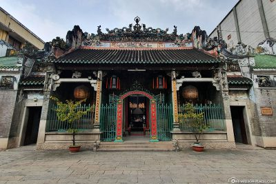 The entrance to the Thien-Hau Temple