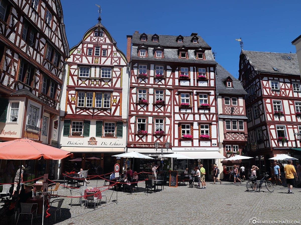 Bernkastel-Kues, Marktplatz, Sehenswürdigkeiten, Fotospot, Auf eigene Faust, Mosel, Rheinland Pfalz, Deutschland, Reisebericht
