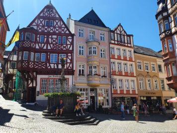 Marktplatz & Michaelsbrunnen