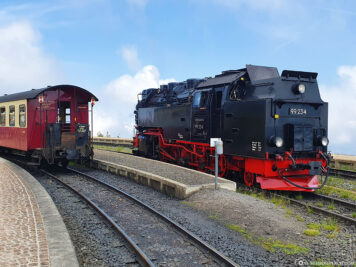 The manoeuvring of the steam locomotive