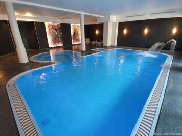 Swimming pool with whirlpool