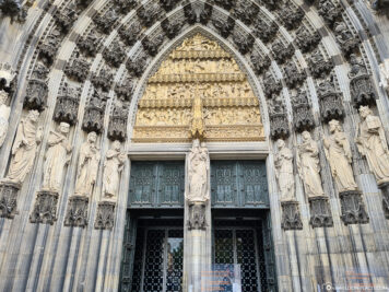 The entrance to Cologne Cathedral