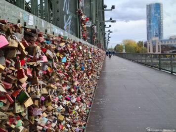 Schlösser an der Hohenzollernbrücke