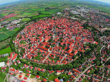 The town of Nördlingen with the medieval city wall