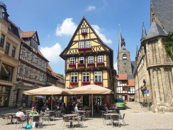Boulevard-Cafe &  Marktkirche St. Benediktii