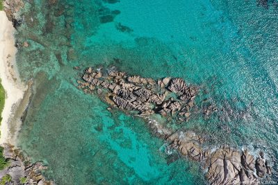 Granitfelsen im Meer