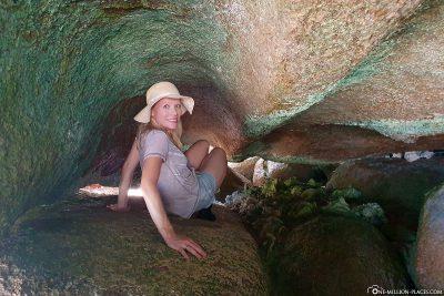 Wanderung durch schmale Felsspalten