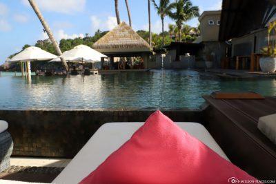 Blick auf die Infinity Pool Bar