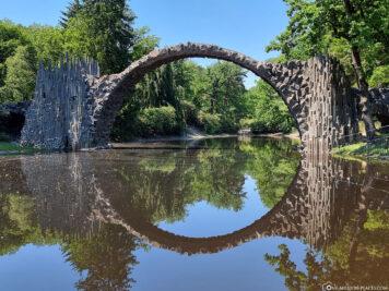 Spiegelung der Rakotzbrücke