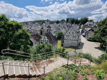 Die Treppen zum Kurpark