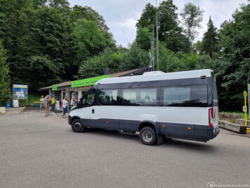 The shuttle bus to the castle