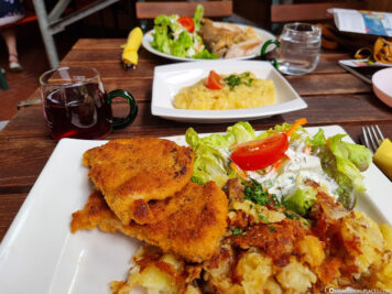 Plate schnitzel with frying catoffels