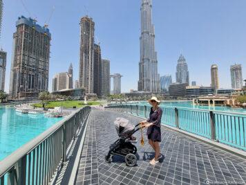 Brücke über den Burj Lake