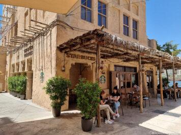 Der Starbucks in Al Seef