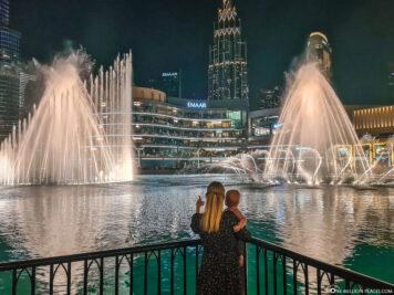 Blick auf die Wasserspiele in Dubai