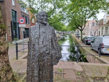 Statue on the canal