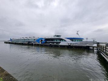 The ship VIVA TIARA