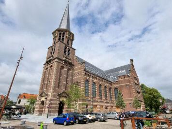 De Grote Kerk & der Kirchplatz