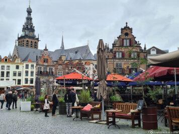 Marktplatz & Rathaus