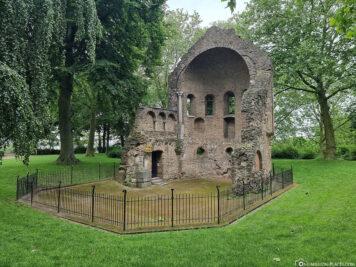 Die Barbarossa-Ruine