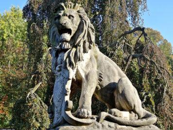 Die Löwenskulptur