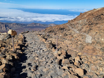 The hiking trail to the Pico Viejo viewpoint