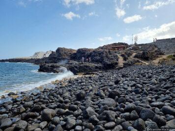 Der steinige Strand