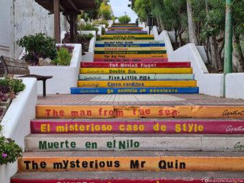 Bunte Treppen mit Agatha Christie Buchtiteln